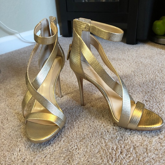 4dcc51bf0005 Imagine by Vince Camuto  Devin  Sandal. M 5ad7706afcdc313abf281419